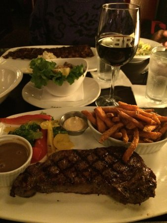 Baton Rouge Steakhouse & Bar: photo0.jpg