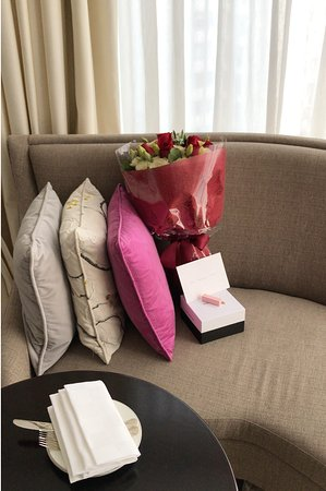The Langham, Hong Kong: Flowers, birthday cake, and card delivered by Langham staff!