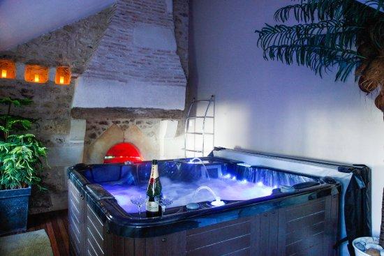 Jacuzzi 2 places allongées de la chambre romantique Volti - Photo de ...