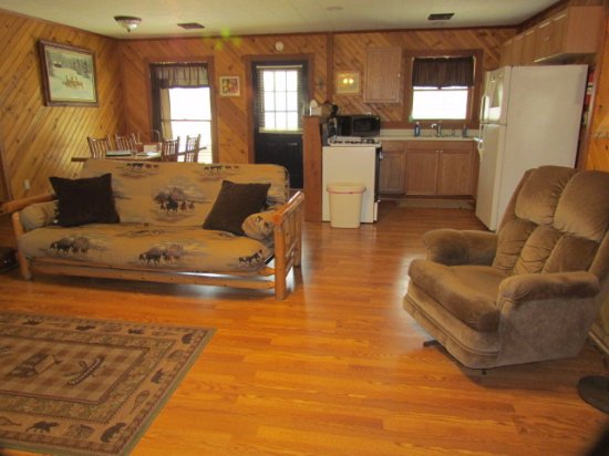 Tonica, IL: Spacious living quarters in the Illini cabin.