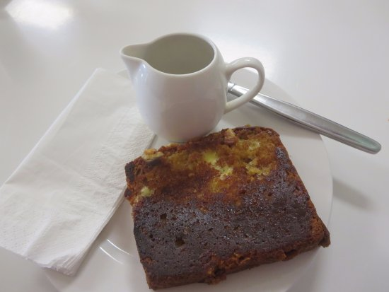 Cafe La Vie: Banana bread with maple syrup