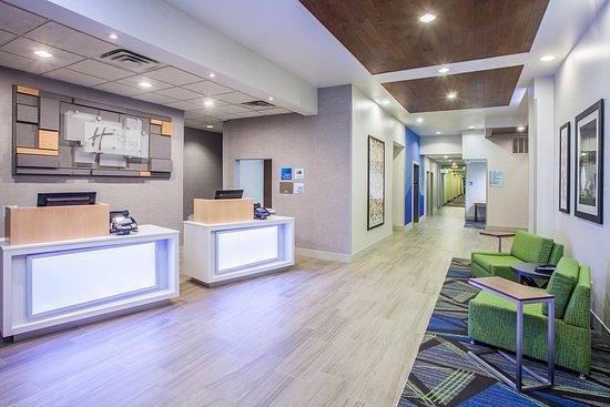 Holiday Inn Express Texarkana: Hotel Lobby