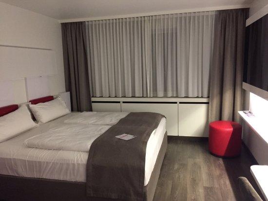Geräumiges Schlafzimmer, schönes Bad - Bild von DORMERO ...
