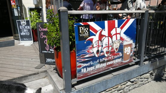 Pig And Whistle Pub : Pig & Whistle entrance