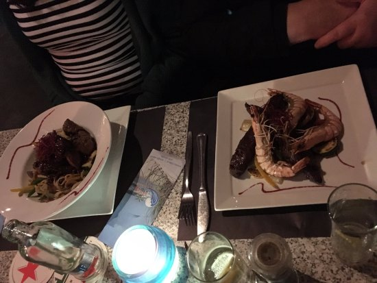 Ouddorp, Países Bajos: Surf and turf and steak with pasta