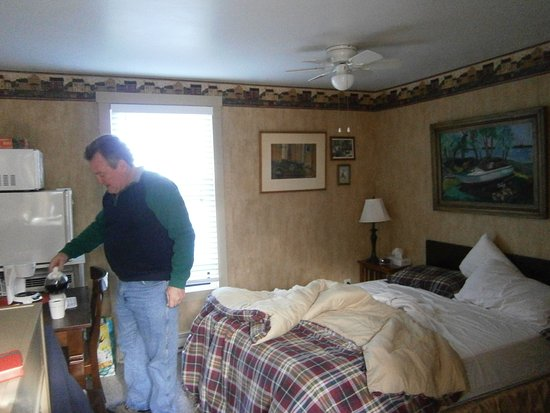 Spicer, MN: Double bed/table/fridge/micro