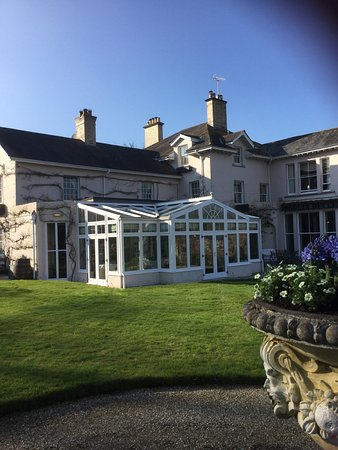 Summer Lodge: Super hotel and ground with a traditional style