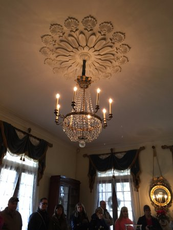 Vacherie, LA: lighting in the drawing room