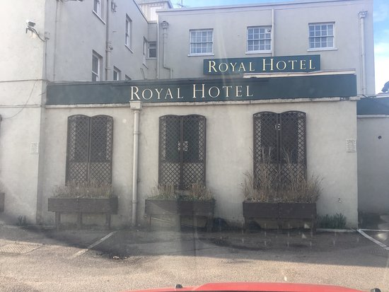 Purfleet, UK: The photos of the royal hotel I stayed in and paid £100 for! Did speak to reception about this,