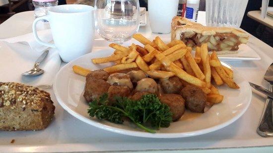 Vitrolles, Francia: Boulettes de viande suédoises - frites