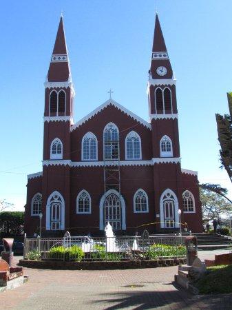 Grecia, Kosta Rika: The metallic church