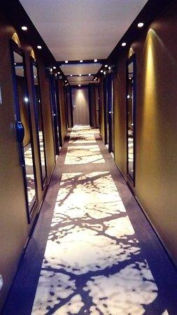 Mercure Paris Vaugirard Porte de Versailles Hotel: Le couloir menant aux chambres