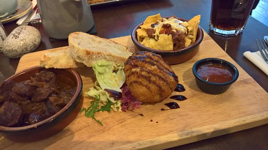 Lurgan, UK: ... the tapas ... most excellent luncheon!
