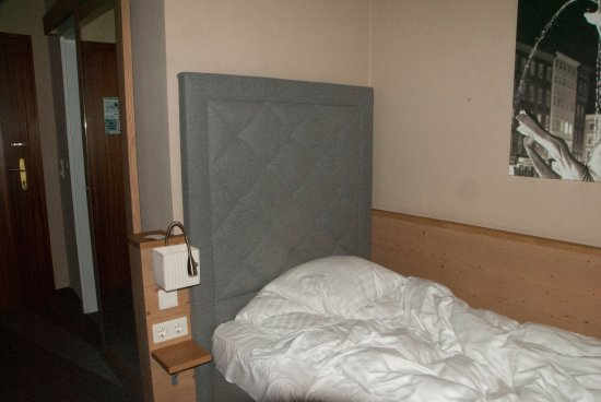 Bed with soft headboard, and entry area, (Hotel Markus Sittikus)
