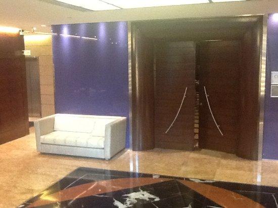 Four Points by Sheraton Le Verdun: Function room lobby, basement