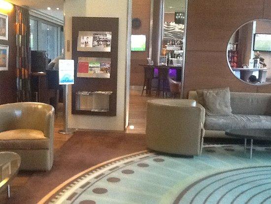 Four Points by Sheraton Le Verdun: Caffee lounge