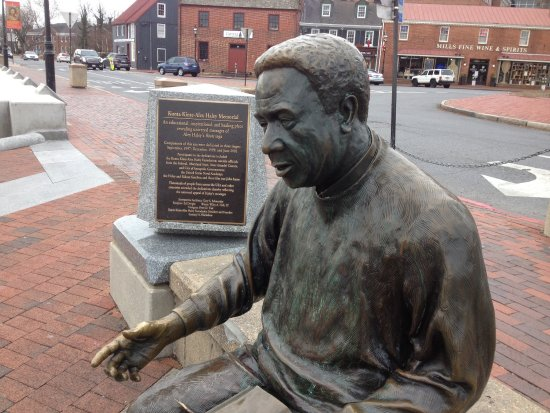 The Kunta Kinte - Alex Haley Memorial: Lovely public art!