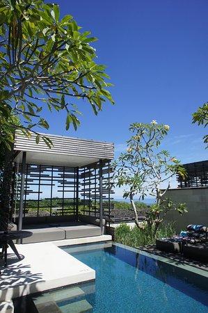 Alila Villas Uluwatu: プライベートプールと、海を臨むカバナ