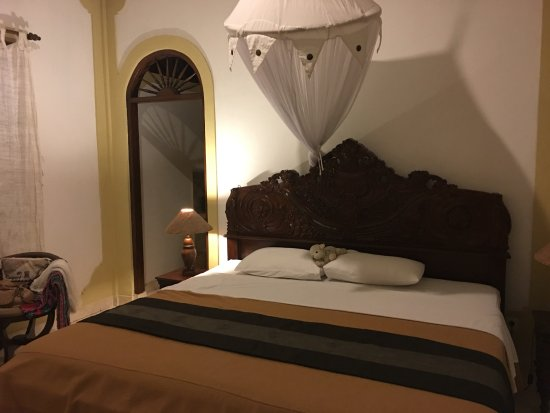 Hibiscus Cottages: the bedroom