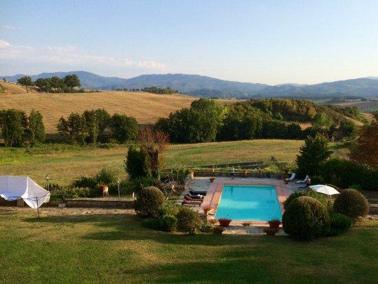 Villa Medicea Lo Sprocco : Aussicht auf den Pool und die Toscana