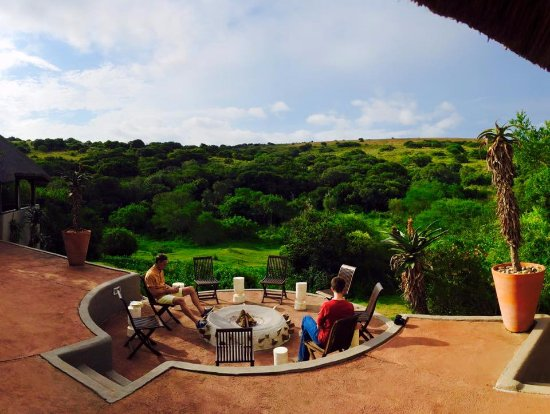 Amakhala Safari Lodge: view of the valley from the restaurant. Opportunity to see wildlife right up close with no fence