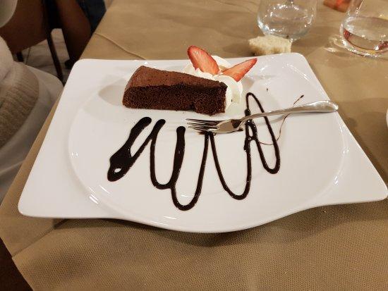 Oleggio, Italia: Torta al cioccolato
