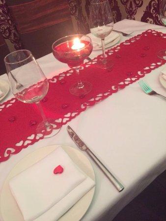 Meriden, UK: Valentines night table