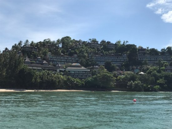 The Westin Siray Bay Resort & Spa Phuket: Vy från havet mot hotellet