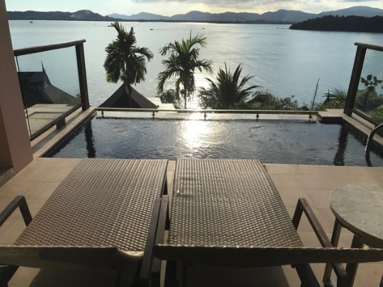 The Westin Siray Bay Resort & Spa Phuket: Pool & hav utsikt från villan