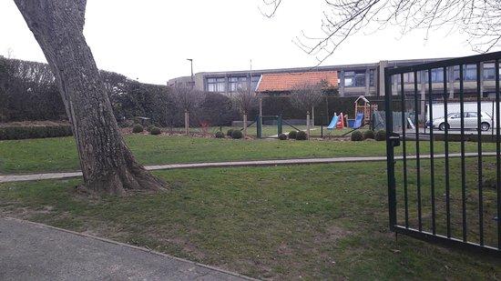 Wemmel, Belgium: Gezellig tuin om in de zomer te vertoeven