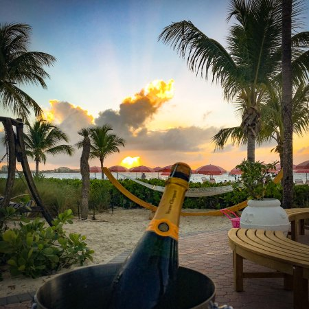 Ocean Club Cabana Bar & Grill: Sunset Drinks