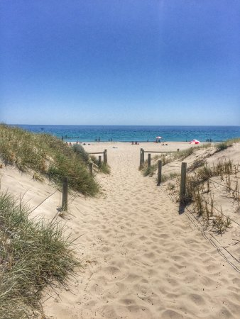 Leighton Beach: Tek kelimeyle muhtesem. Tertemiz ve sakin 💙 Yakınında kahvaltı yapabileceğiniz bir restorant ve