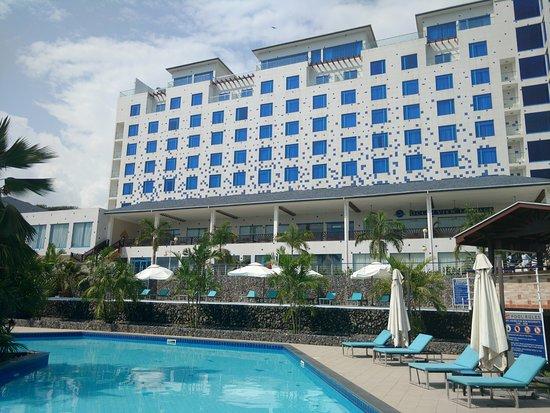 Sekondi-Takoradi, Ghana: A beautiful shot of the hotel and a very clean swimming pool