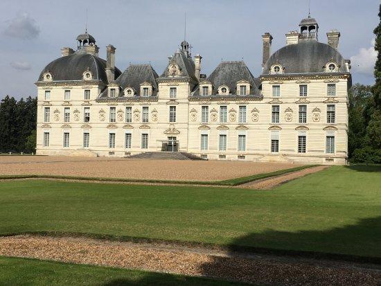 Cheverny, Francia: Une vue de l'etérieur du château.