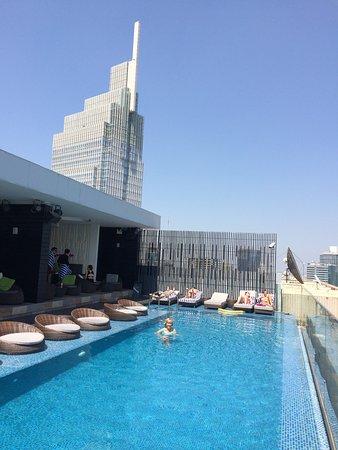 Liberty Central Saigon Riverside Hotel: piscine au 25iéme étage