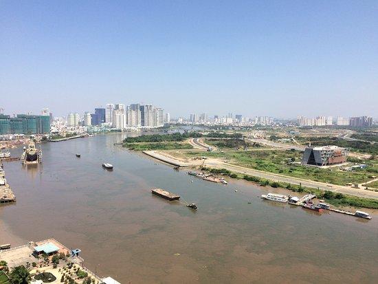 Liberty Central Saigon Riverside Hotel: vue de notre chambre au 19iéme