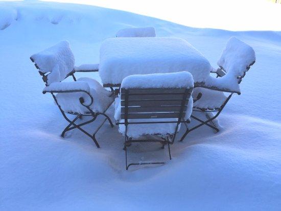 Malbun, Лихтенштейн: Cosy spot, presently occupied by some snow!