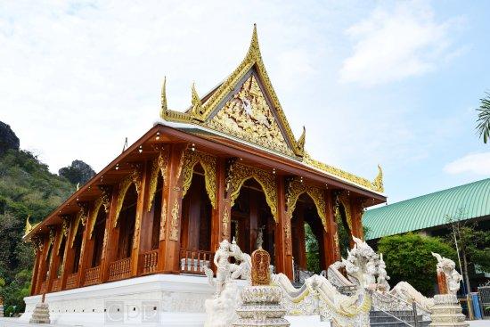Khao Yoi, Thailand: อุโบสถแกะสลัก