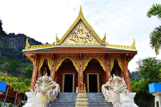 Khao Yoi, Thailand: ด้านหน้าอุโบสถ