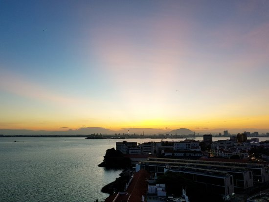 Eastern & Oriental Hotel: Rays of Sunrise from Hotel Room