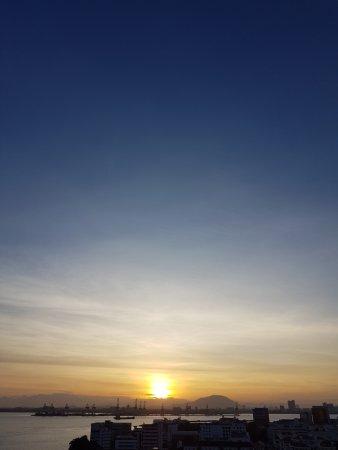 Eastern & Oriental Hotel: Sun rise from Hotel Room