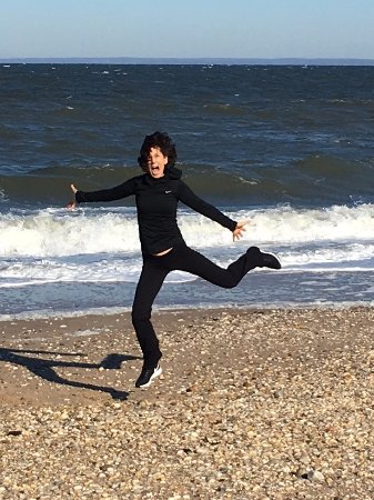 Mattituck, NY: Me at nearby beach raving about Cedar House on Sound!