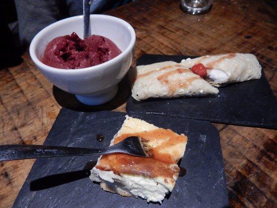 Fogar do Santiso: Crêpe de queso, tarta y helado de frambuesa