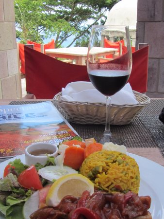 Nevis: Yummy lunch outside in the terrace