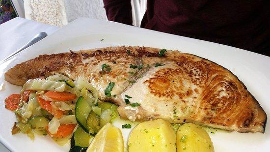 Pez espada a la plancha picture of restaurante playa for Cocinar pez espada a la plancha