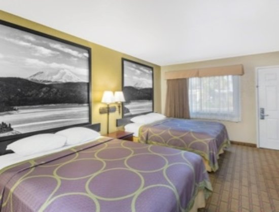 Super 8 Corning : 2 QUEEN BEDS ROOM