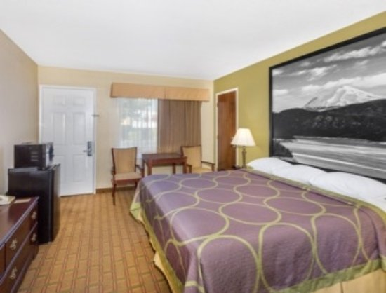 Super 8 Corning : 1 KING BED ROOM