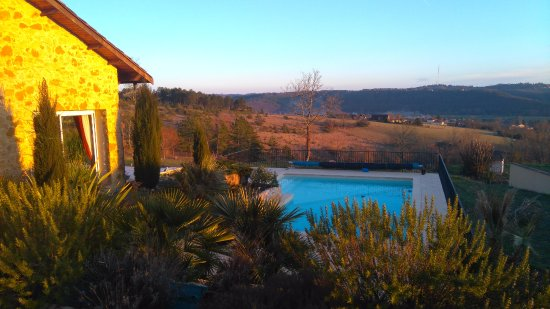 Le Bugue, France : vue de la chambre Circé au coucher du soleil