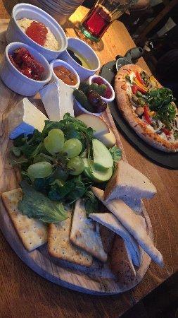 Reigate, UK: Cheese platter (vegetarian option)