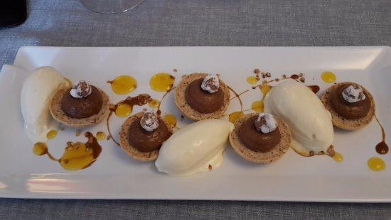 Chevreuse, France: Succès praliné amandes noisettes, gel de kalamansi, glace fève de Tonka